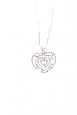 Catenina con cuore a labirinto, argentoCatenina veneziana 40 cm. + 5cm. per messa di misura e ciondolo a cuore in filo argento 925, motivo labirinto.
