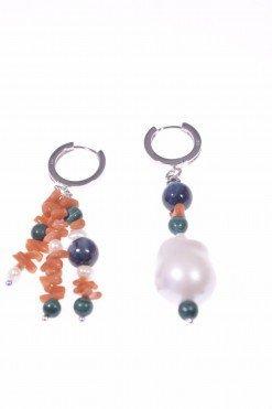 Orecchini pendenti corallo e perla barocca, argento, corallo del Mediterrsneo a cupolini, perla barocca coltivata in acqua dolce.