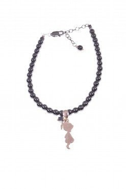 Bracciale ematite nera, charm bimba rosa Bracciale sfere Ø 4 mm. di ematite nera con pendente bimba in argento 925 placcato oro rosa. bracciale donna