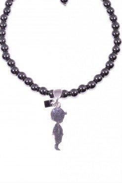 Bracciale ematite nera, charm bimbo argento collezione: ematite-charmBracciale sfere Ø 4 mm. di ematite nera con pendente bimbo in argento 925 rodiato.