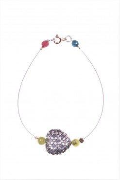 Bracciale cuore argento, acciaio, giada Bracciale cavetto acciaio con cuore in argento anticato, piccole sfere di giada canadese, chiusura argento rosa.