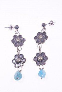 Orecchini argento, fiori e amazzonite Linea: ShadowOrecchini pendenti 2 fiori in argento anticato e sassolino amazzonite, dark jewels, fiori, gotic