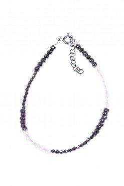 Bracciale minimal, ematite quarzo rosa Bracciale semi rigido ematite naturale rondelle e sfere sfaccettate, quarzo rosa, argento rodiato nero.