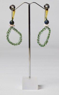 Orecchini uncinetto ovali, lapislazzuli, argento Orecchini ovale in filo di rame Verde lavorato con l'uncinetto, argento placcato oro, lapislazzuli.