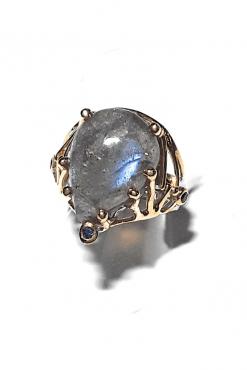 Anello labradorite cabochon artigianale, anello elegante, produzione artigianale, pezzo unico, anello sera, anello cocktail