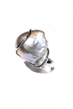 Anello perla barocca argento